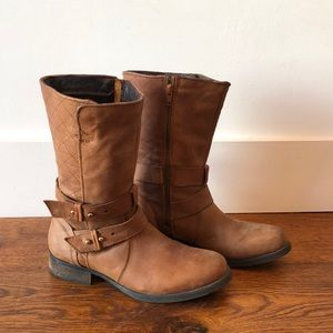 Cute mid rise boots. Worn once!